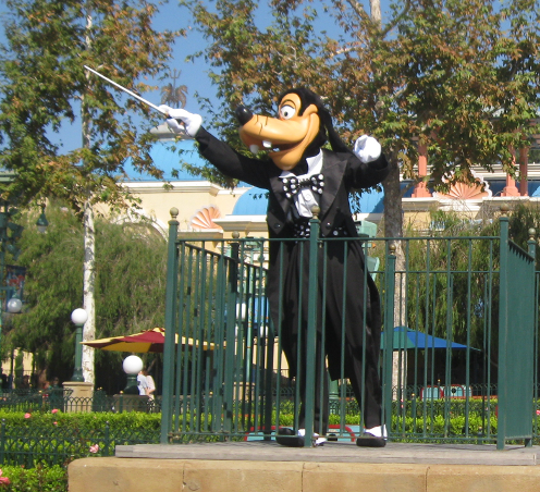 Goofy Conducting a water show